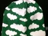 Grön med vita moln
