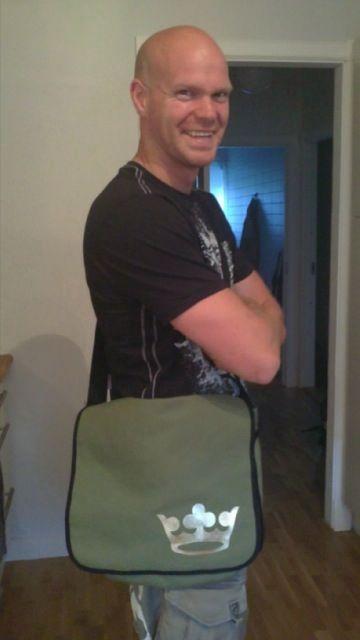 Johan med väska